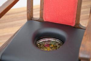Stuhl für das Yoni-Steaming bei Ricarda in Köln