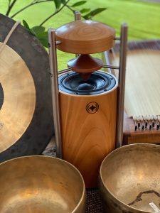 Naturschallwandler und Gongs Klangschalenmassage Thomas Becher